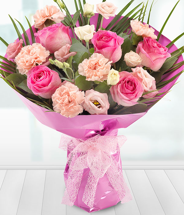 aquapack flower arrangement of pink roses lisianth